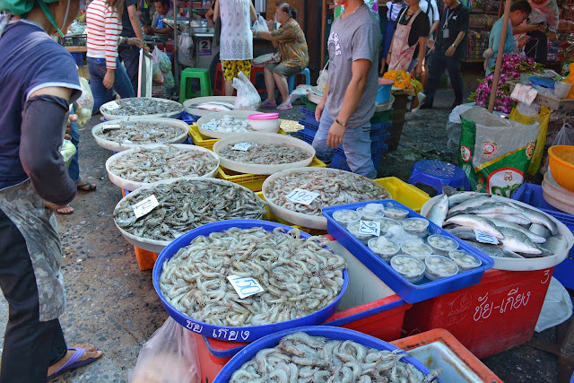Klong Toei, Klong Toey, Klong Toei Market, Klong Toey Market, thais, thai people, thajci, nákupy thajsko, nákupy bangkok, trhy bangkok, trhy thajsko, shopping thailand, shopping bangkok, thai market, thai food market, bangkok food market, bangkok market, travel blog, travel blog thailand, must visit thailand, must visit bangkok, 10 things to visit bangkok, must visit thailand, co navštívit v bangkoku, kam v bangkoku