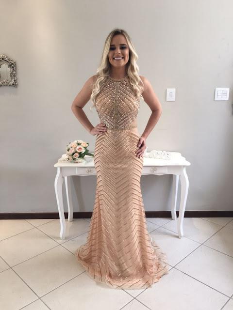 vestido de festa nude dourado