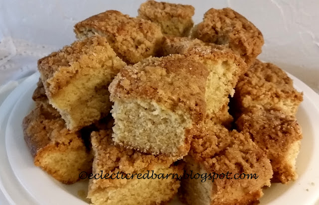 Eclectic Red Barn: Snickerdoodle Crumb Bars. Share NOW #desserts #eclecticredbarn