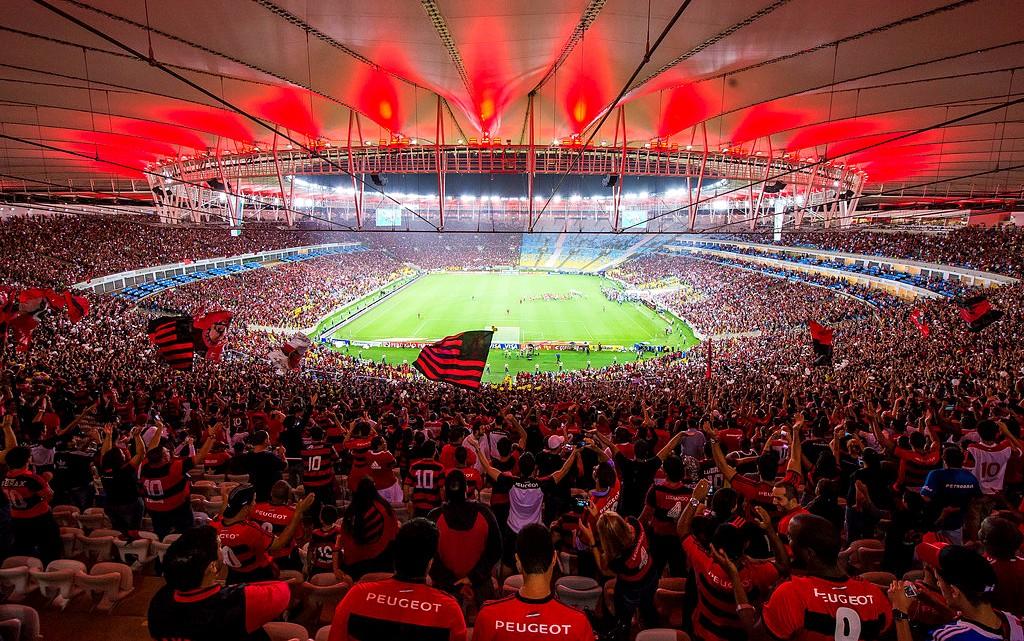 8d51c4c2ba Maracanã vermelho e lotado pela torcida do Flamengo (Wallpaper) – Foto  Buda  Mendes Getty Images