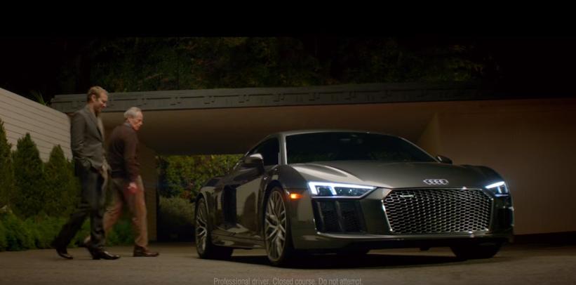 Ένα εκπληκτικό βίντεο για το υπεραυτοκίνητο της Audi. Το νέο R8 στο Super Bowl 50