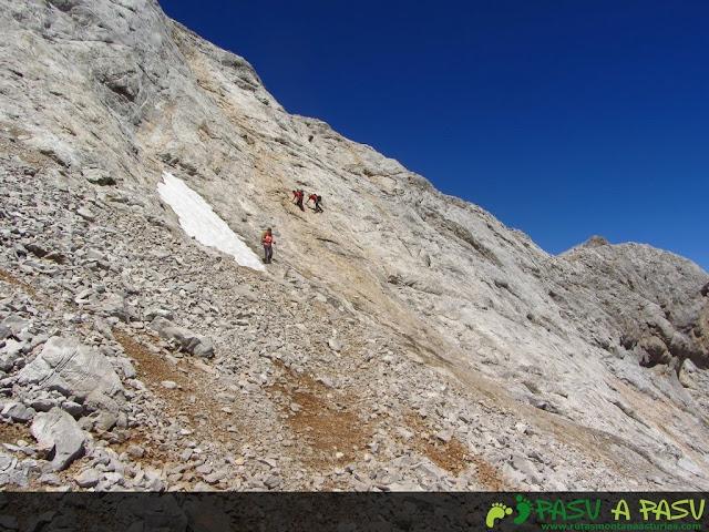 Llambrias de la ladera este del Pico Arenizas