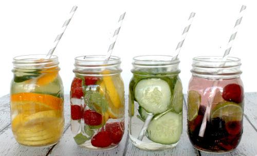 agua con sabores de frutas