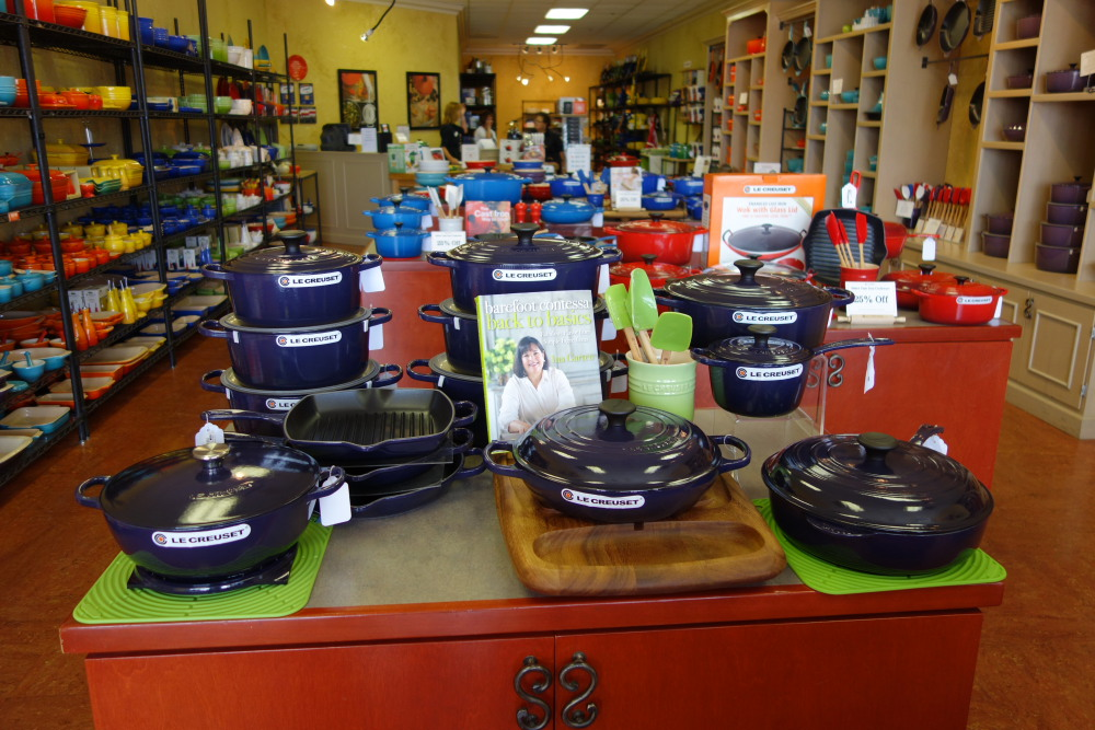 This Shows Some Of The Wide Variety Matching Stoneware That Le Creuset Makes