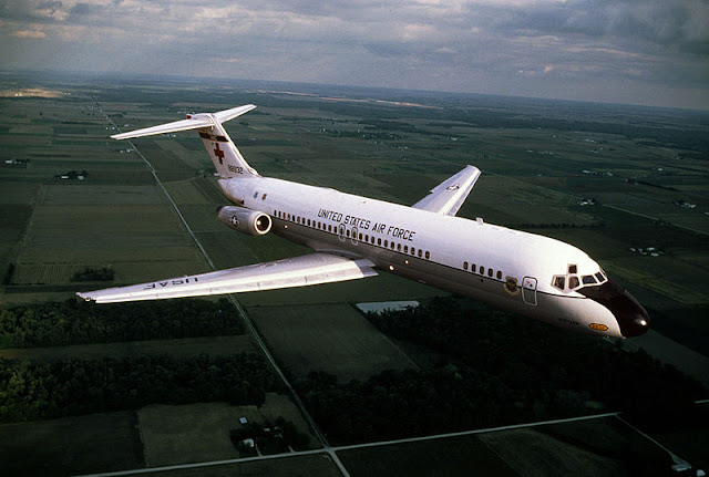 Gambar 39. Foto Pesawat Angkut Militer McDonnell Douglas C-9