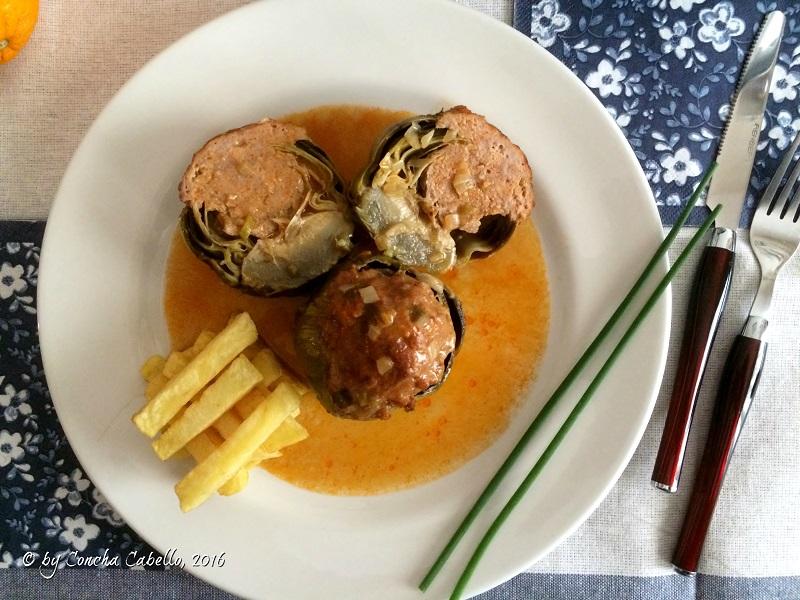 alcachofas-rellenas-carne-plato