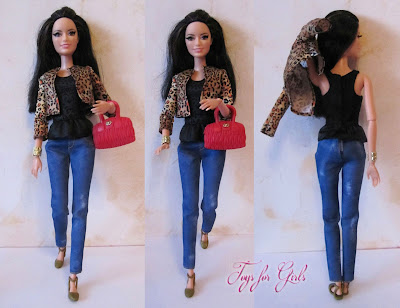 Барби Ракель позирует на камеру (кукла в леопардовом жакете из серии Barbie Style Raquelle Leopard Jacket)