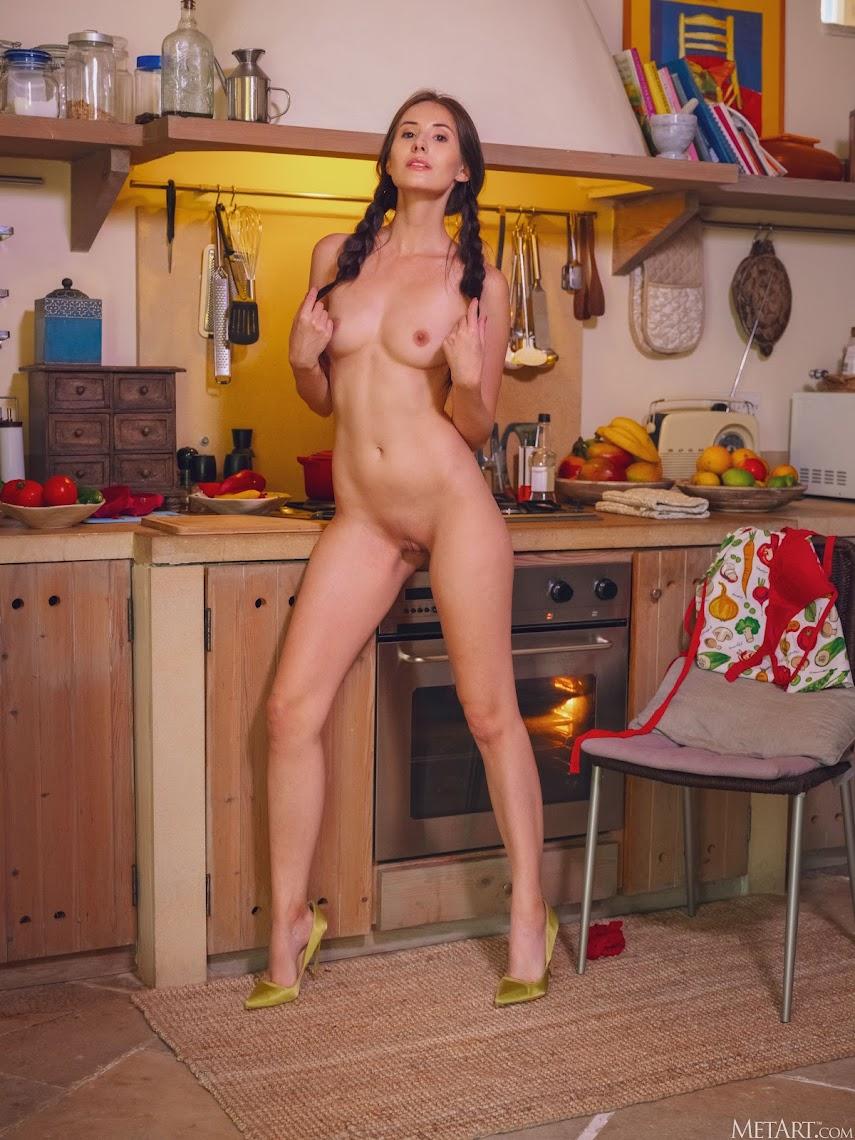 [Met-Art] Vanessa Angel - Cooking In Lingerie 6577633828
