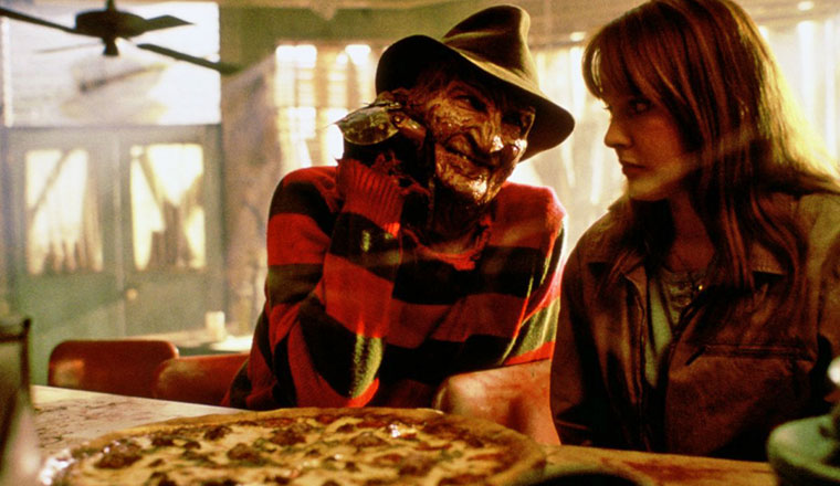 Freddy Krüger (Robert Englund) und Alice (Lisa Wilcox) in A NIGHTMARE ON ELM STREET 4 (1988). Quelle: Warner Bros.