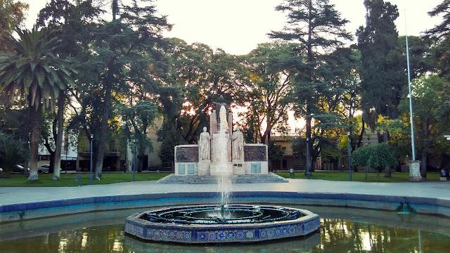 Plaza Chile, em Mendoza.