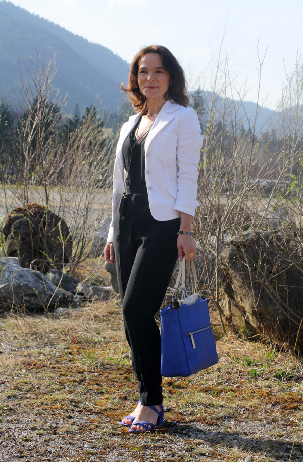 STYLING SERIES #1: BLACK JUMPSUIT WHITE & BLUE