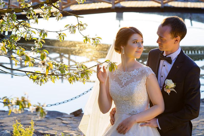 vestuvės pavasarį žydint obelims