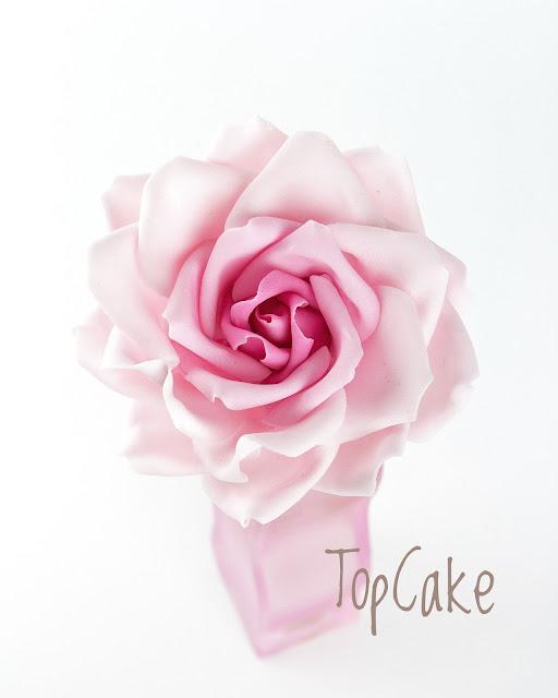 sokeriruusu, sokerimassaruusu, sugar rose, kakkukoriste, sokerimassa, ruusu, rose, häät, weddings, cake decoration
