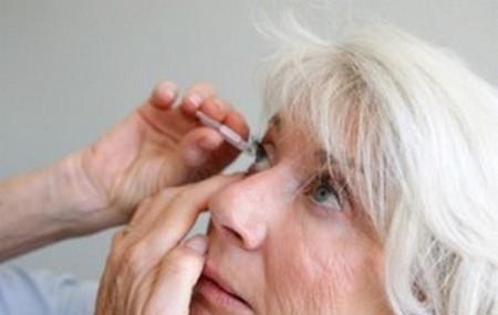 Yeux secs : conseils pour remédier à la sécheresse oculaire. Ça gratte, ça brûle, ça pique...