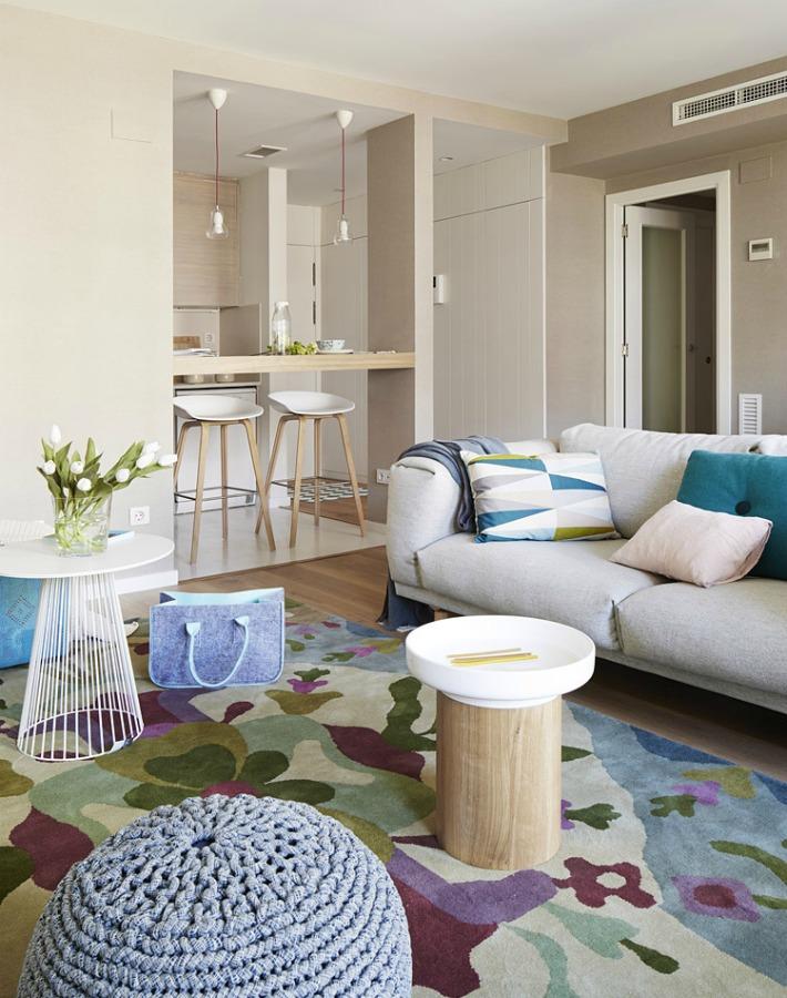 Decoración fresca con impecable mezcla de madera y azul