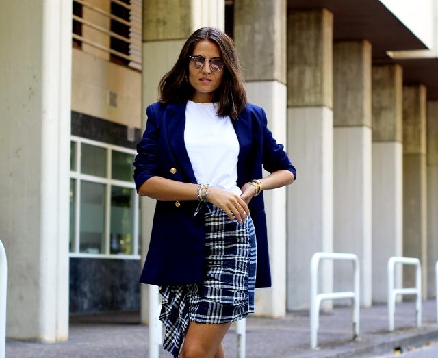 Falda de cuadros y chaqueta