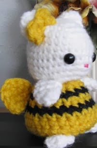 http://www.ravelry.com/patterns/library/amigurumi-bumble-bee-kitty