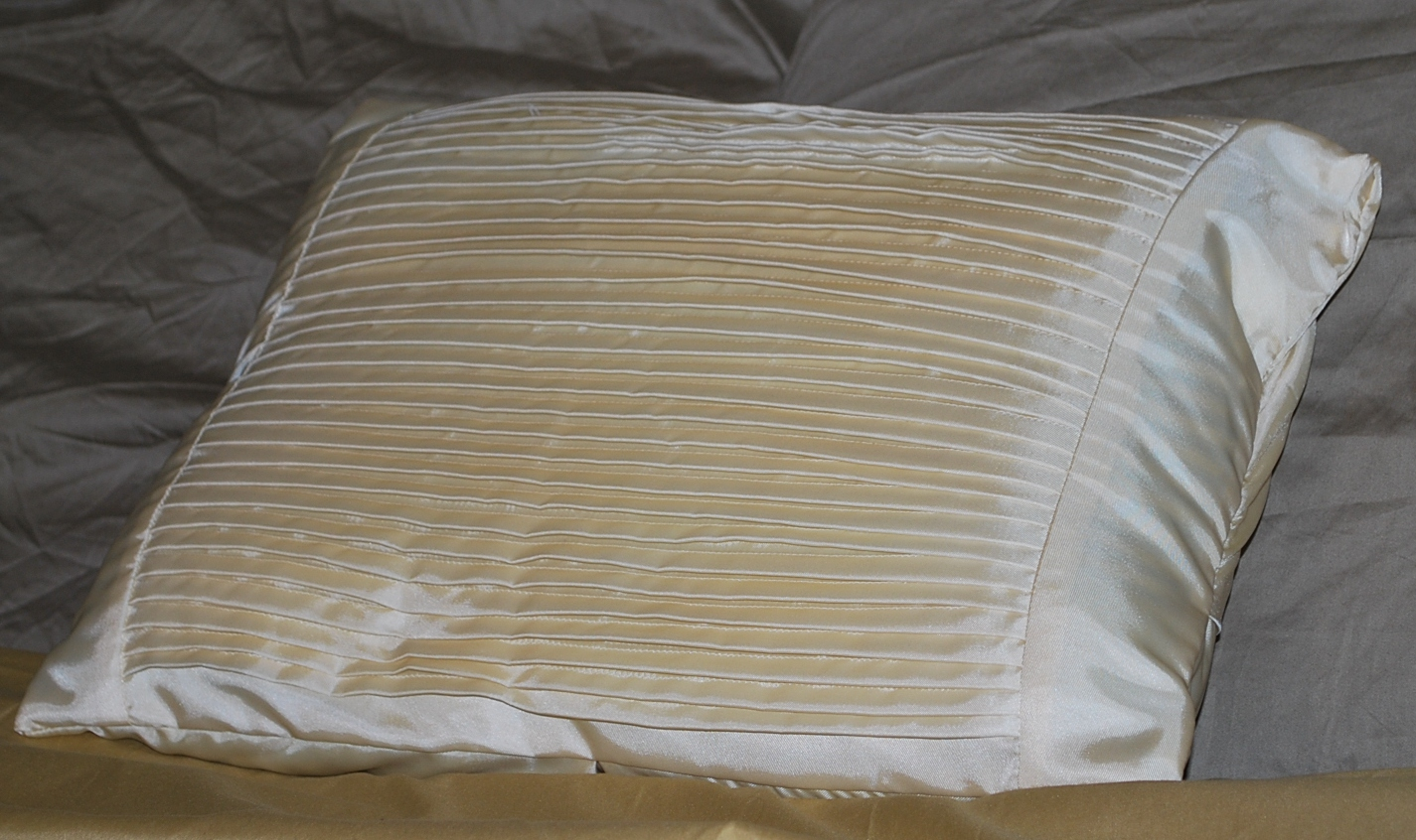 http://joysjotsshots.blogspot.com/2011/10/satin-pillow-from.html