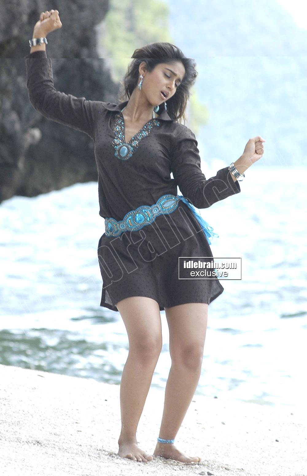 Actress Ileana Hot Photos From Beach  Smartsactors-1652