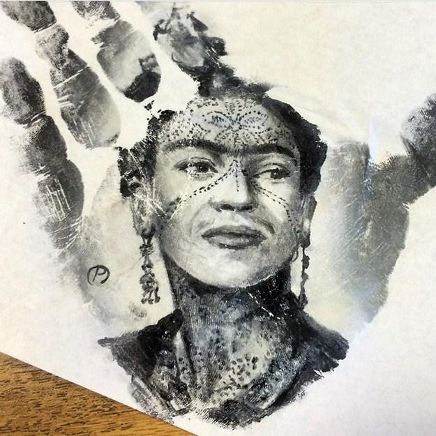 Seniman Ini Berhasil Melukis Diatas Telapak Tangan... KEREN!