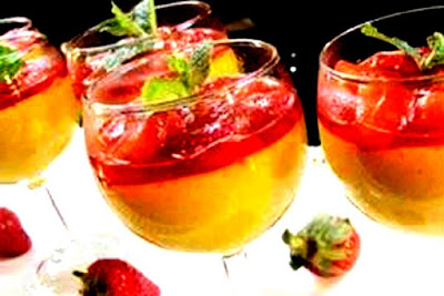 How to make mango pudding with strawberry sauce