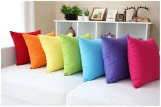 Sofa minimalis bantal warna-warni modern