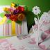 Biglietto per la festa della mamma: scatola di fiori e margherita pop up