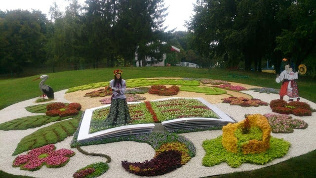 Співоче поле, виставка квітів