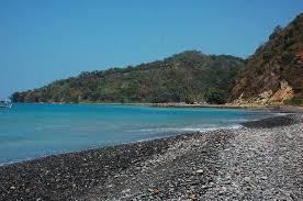 Batu-Batu Kecil di Pantai Cibongkok Suka Bumi
