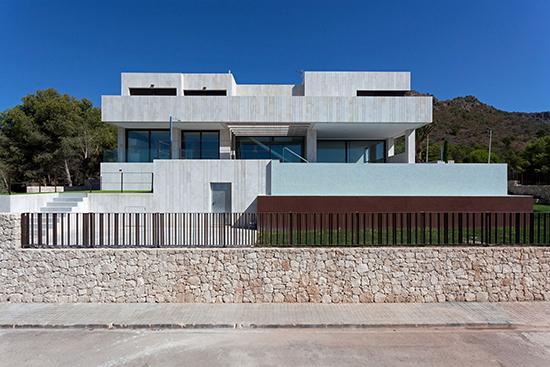 Rumah super minimalis dengan pagar minimalis