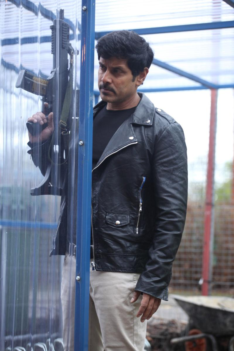 Vikram's New Photo Gallery From Thandavam | girls games