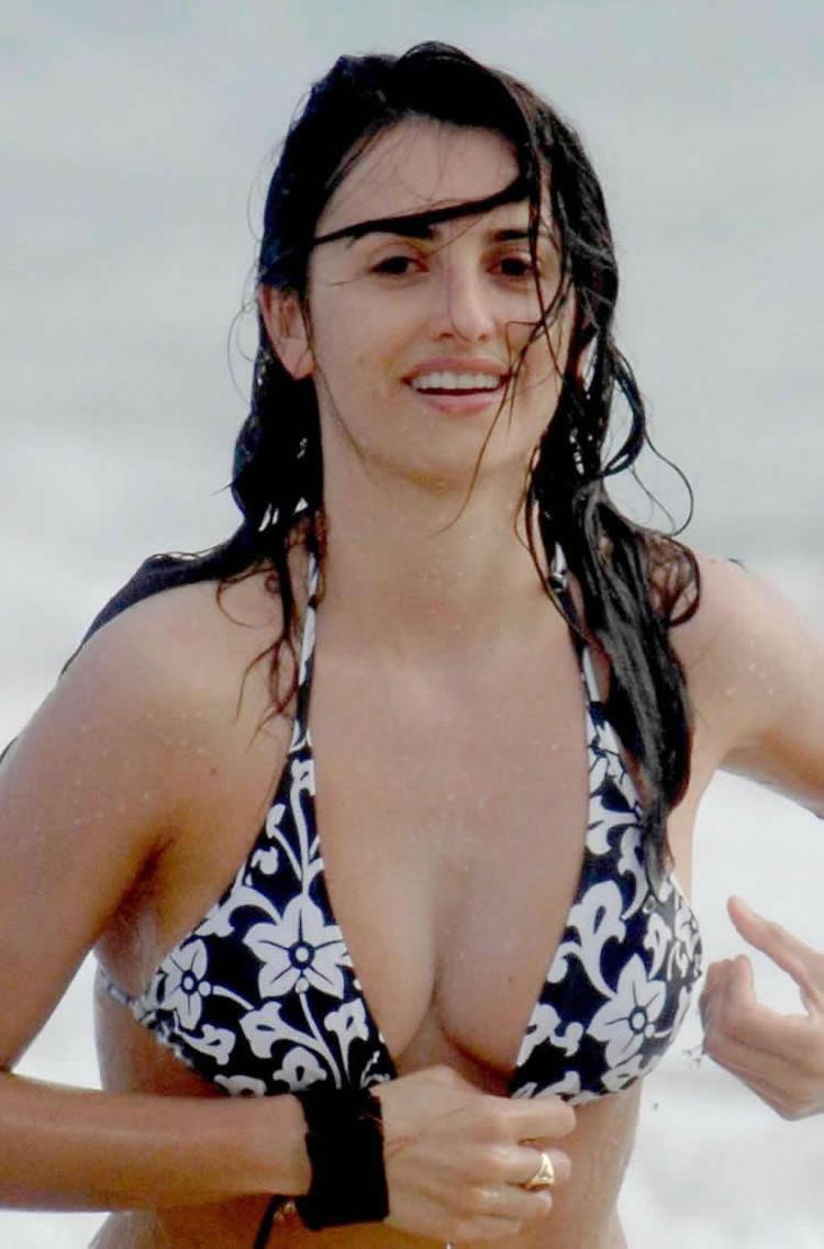 image Penelope cruz boobs and licking in jamon jamon movie