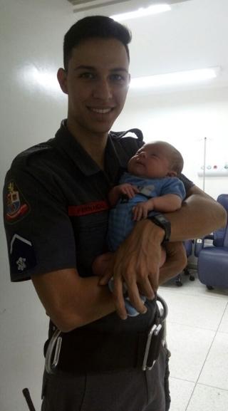 Por telefone, bombeiro salva bebê engasgado em Catanduva