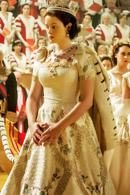 Elizabeth figurino coroação, The Crown