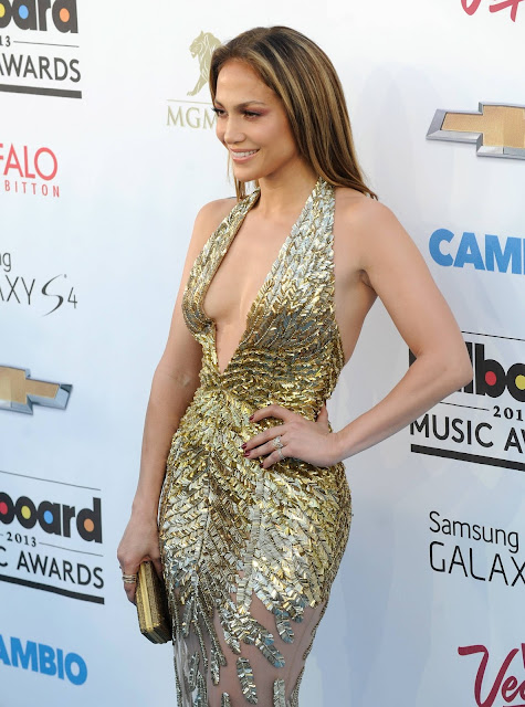 Sexy Jennifer Lopez Bares Her Cleavage at 2013 Billboard Music Awards