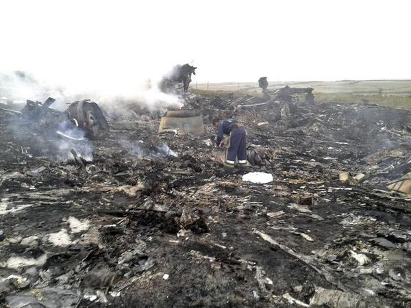 Gambar dan Foto MH17 Terhempas di Ukraine