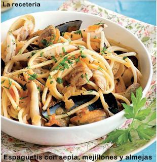 Espaguetis con sepia, mejillones y almejas