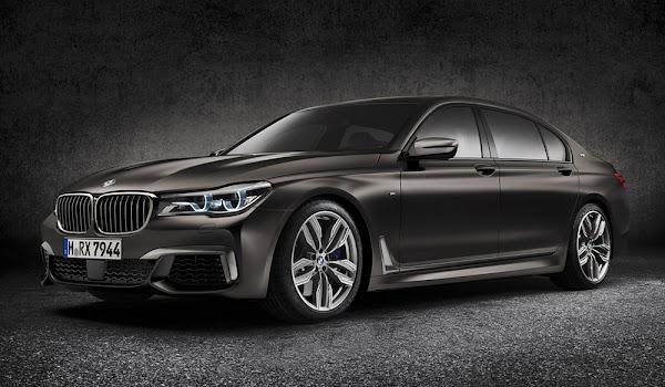 BMW 760i xDrive V12 Motoru ile Gövde Gösterisi Yapıyor
