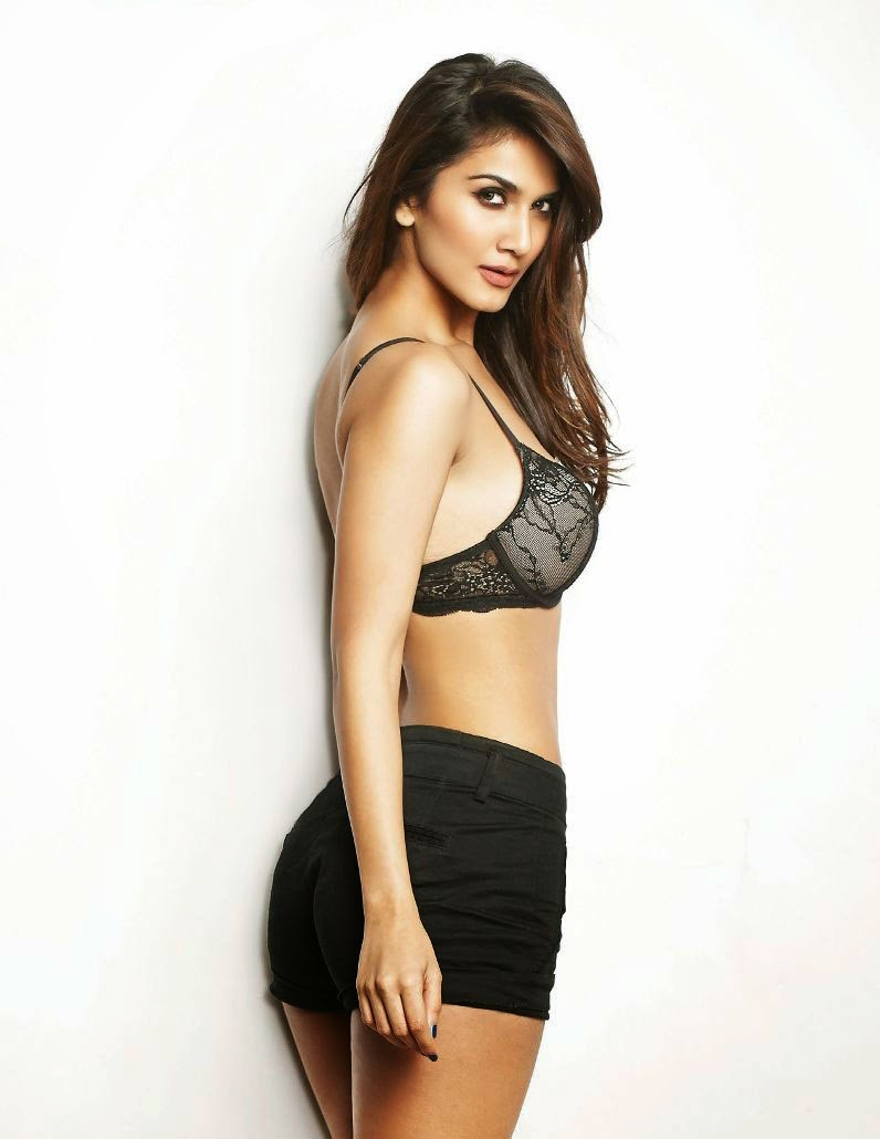 Vaani-Kapoor-FHM-India-Magazine-2014-black-bra-hont-pants
