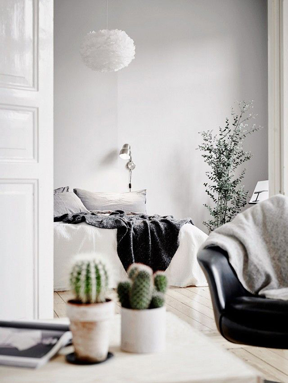 Cozy scandinavian bedroom. Image by Anders Bergstedt