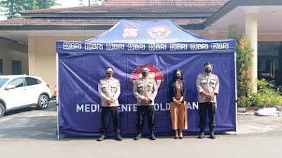 PT BRI cabang Serang Berikan Tenda Media Center Lapangan pada Polda Banten