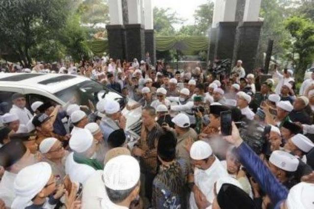 Alhamdulillah, Ustad Arifin Ilham Sudah Kembali ke Indonesia