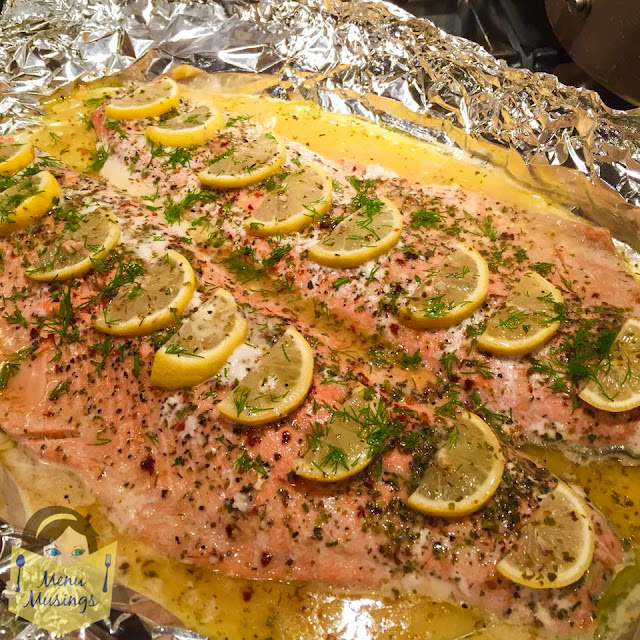 easy garlic butter salmon packets_menumusings.com