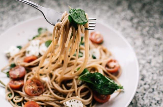 Siapa yang tidak kenal spaghetti, menu sederhana hanya dengan spaghetti dan saus saja
