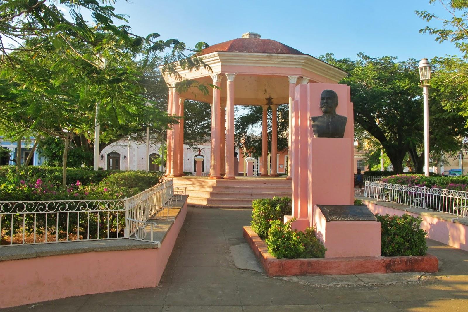 A pacata praça de Remedios, em Cuba.