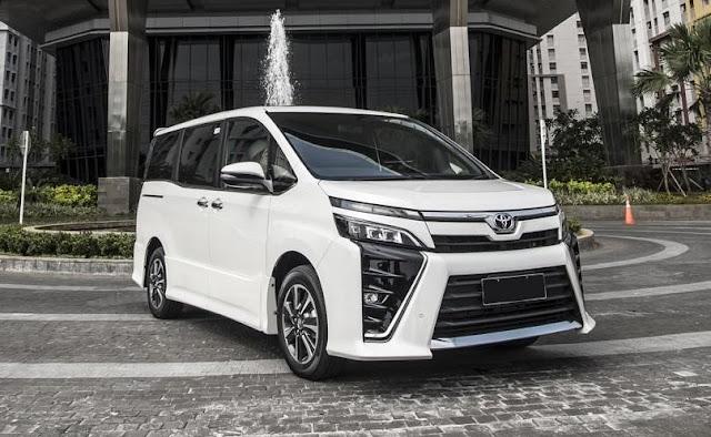 Mobil Toyota Voxy