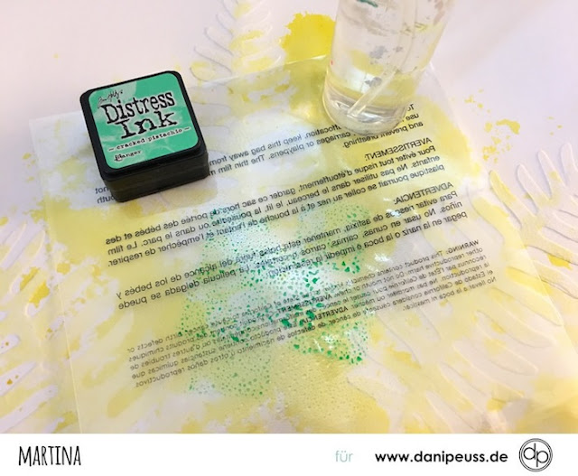 http://danipeuss.blogspot.com/2017/01/layouthintergrund-mit-distress-ink.html