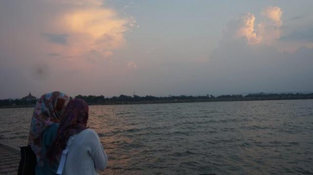 Sunset Objek Wisata Pantai Marina Semarang
