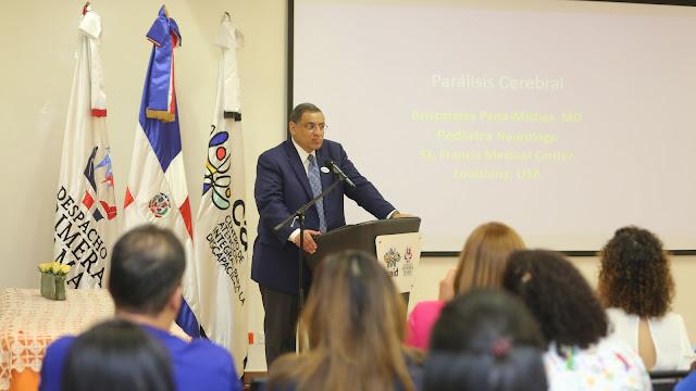 Neurólogo dominicano radicado en EE.UU. se emociona al ver que su país tiene centros como los CAID