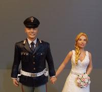 statuette personalizzate matrimonio sposa bionda sposo uniforme orme magiche